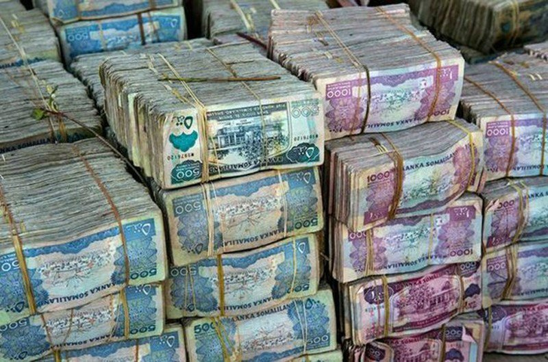 一个穷得只剩下钱的国家,数钱数到手抽筋,钞票掉在地上都没人捡