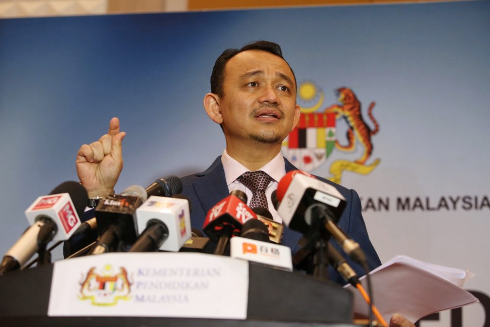 Maszlee: Local universities to revise technology, industry-related curriculum yearly