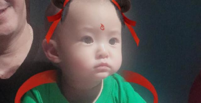 沈腾一岁儿子近照曝光,大眼睛双眼皮脸蛋肉嘟嘟,网友:萌化了