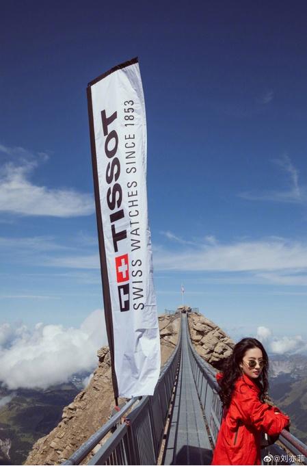 刘亦菲黄晓明共游瑞士,神仙姐姐放飞自我,美出新高度