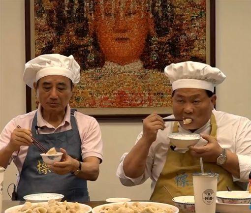 馆长槓大哥卖水饺!颜清标淡定笑回:「要拼来啊!」 两人的对决结果让网友相当期待~