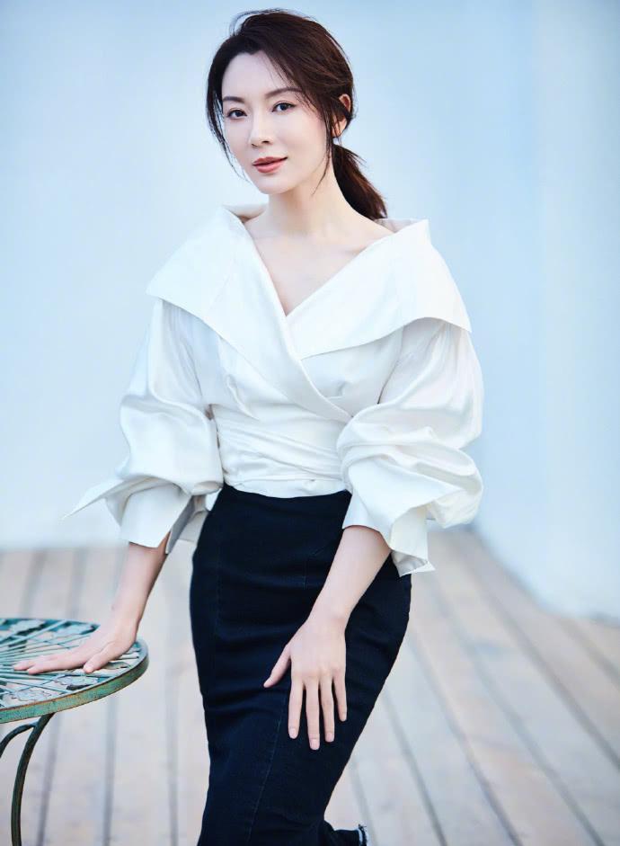 原创 有一种气质叫陈数穿白衬衫,可A可媚!40岁女人都该学一学