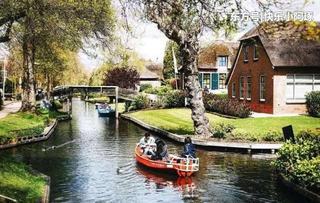 荷兰一小镇700年没修公路,堪称童话小镇,国人差点把这里买下