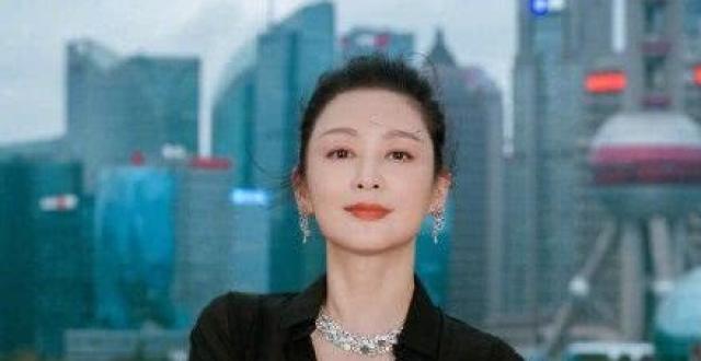 """陈红为陈凯歌庆生,陈凯歌女同学成""""电灯泡"""",陈飞宇隔空送祝福"""