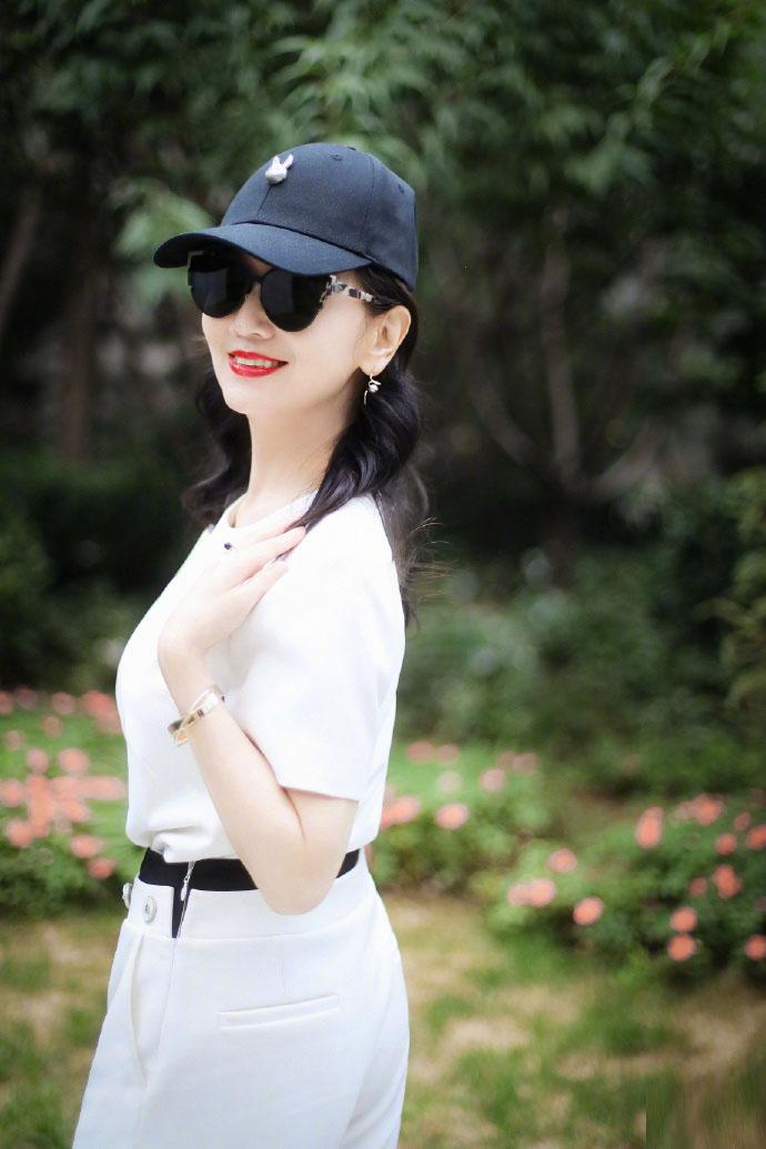 赵雅芝穿连体装身材好 气质优雅大方尽显女神风范