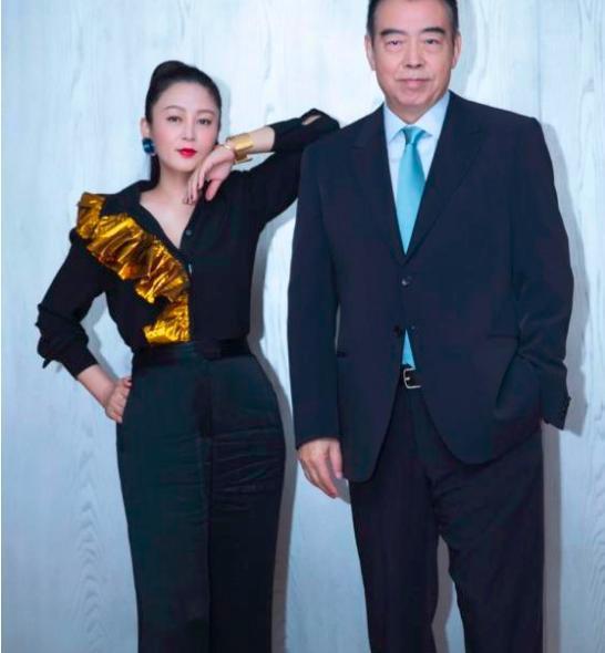 陈凯歌67岁生日夫妇罕见同框,51岁陈红惊人逆生长保养极佳