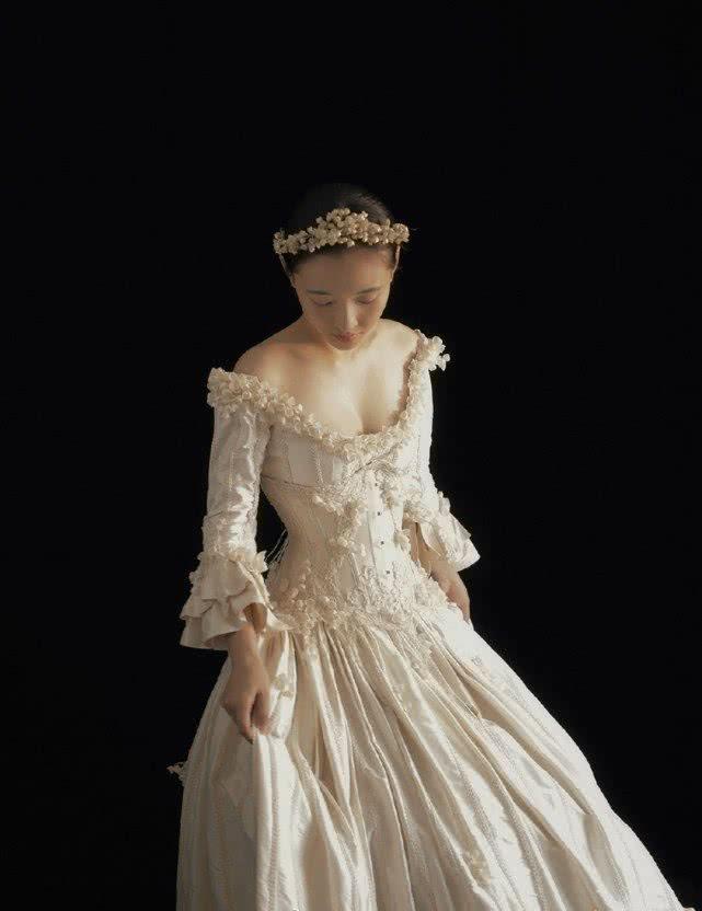 吴倩终于穿公主裙了,看到小蛮腰我酸了,国民初恋瞬间变大众女神