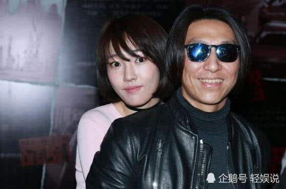 陈羽凡与朋友餐厅聚会合影,桌上放的亮点被人认出,顶风玩火?