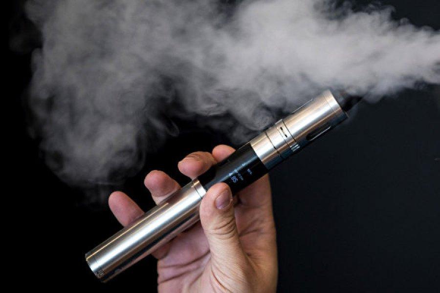卫生部最迟明年3月 提呈管制使用电子烟等新法案