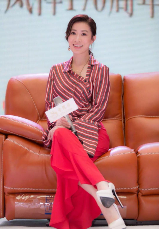 畲诗曼好瘦啊,打扮也一直挺年轻的,就是鞋子从来没穿对过!