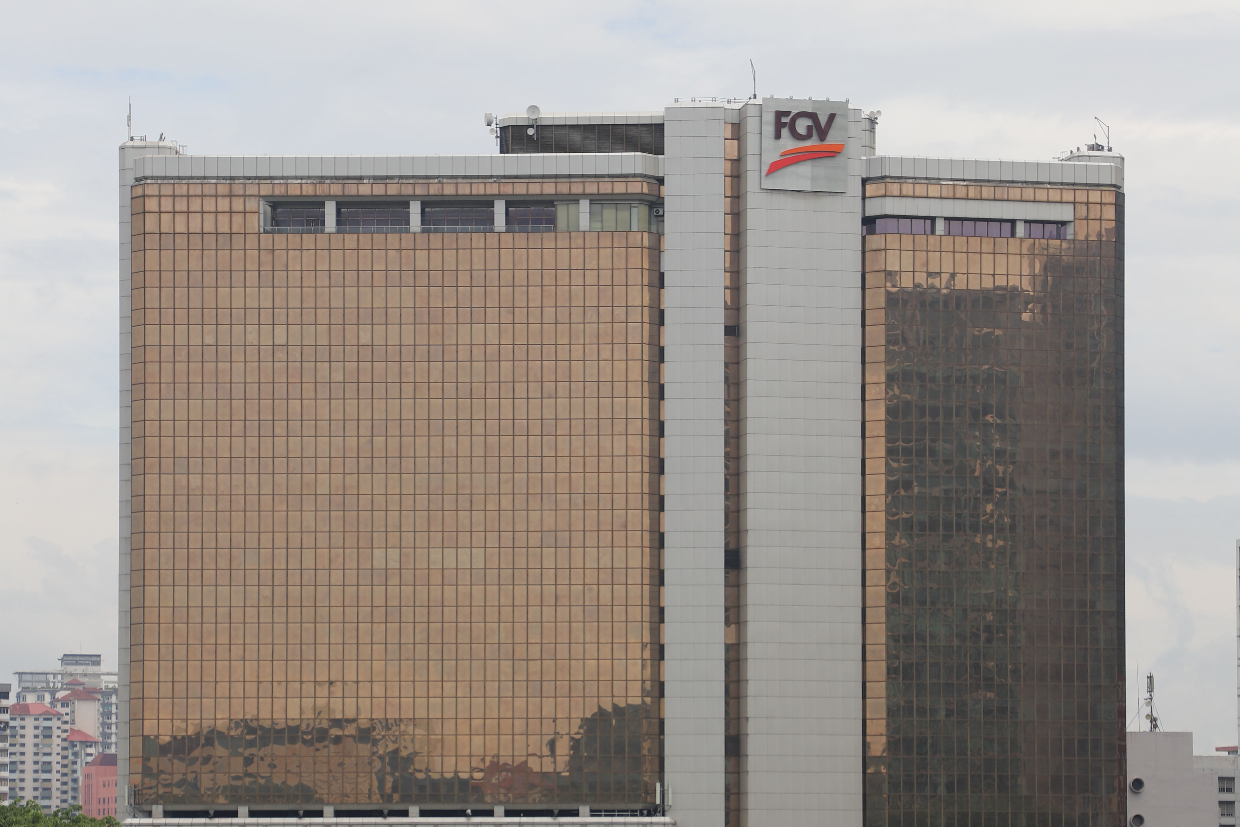 FGV calls for EGM, proposes slashing chairman's fee in half