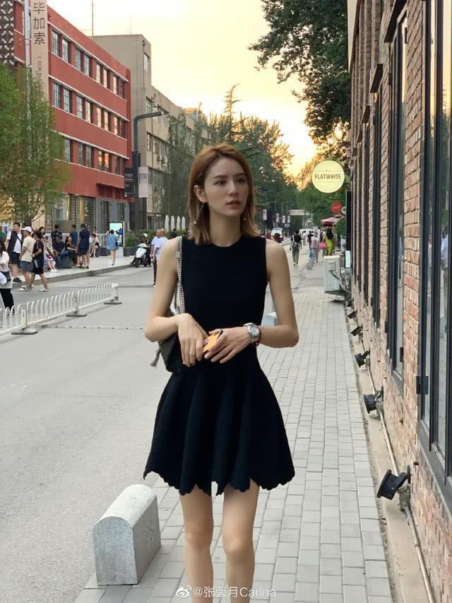 林峯女友疯狂健身瘦成筷子腿,看艺术展提高修养?