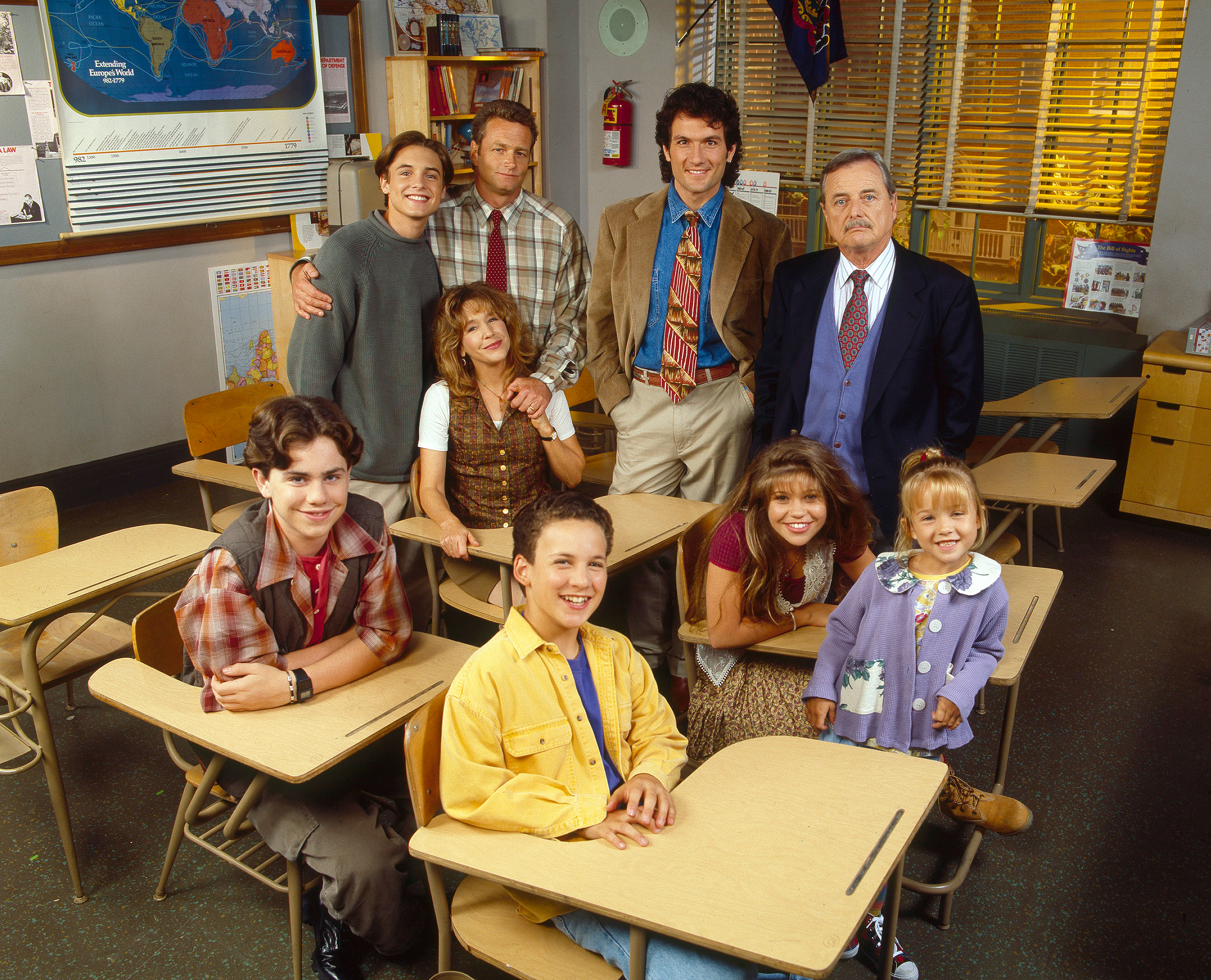 Boy Meets World cast reunites with Mr. Feeny at Boston convention: 'We're baaaaaack!'