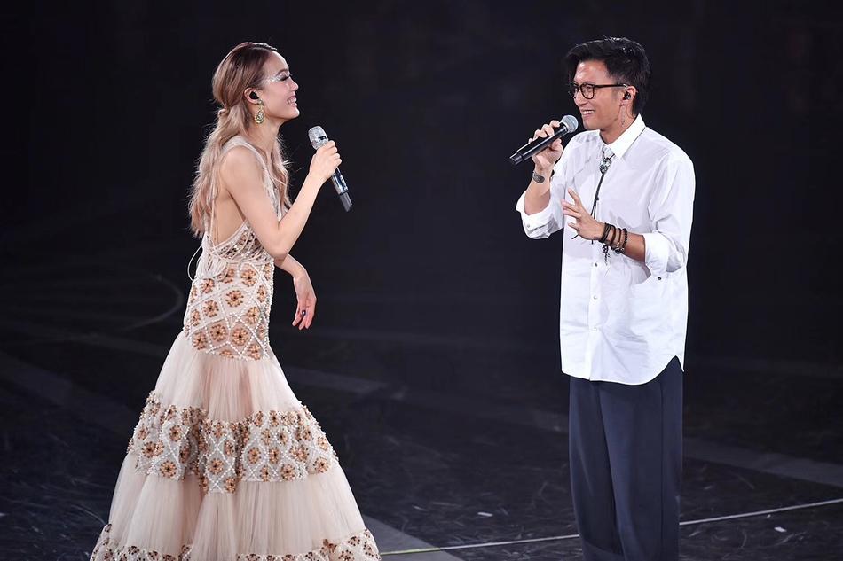 谢霆锋现容祖儿演唱会 互动细节破与王菲分手传言