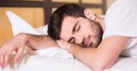 弊大于利:长期吃褪黑素来入睡的人,最后要承受这4个后果