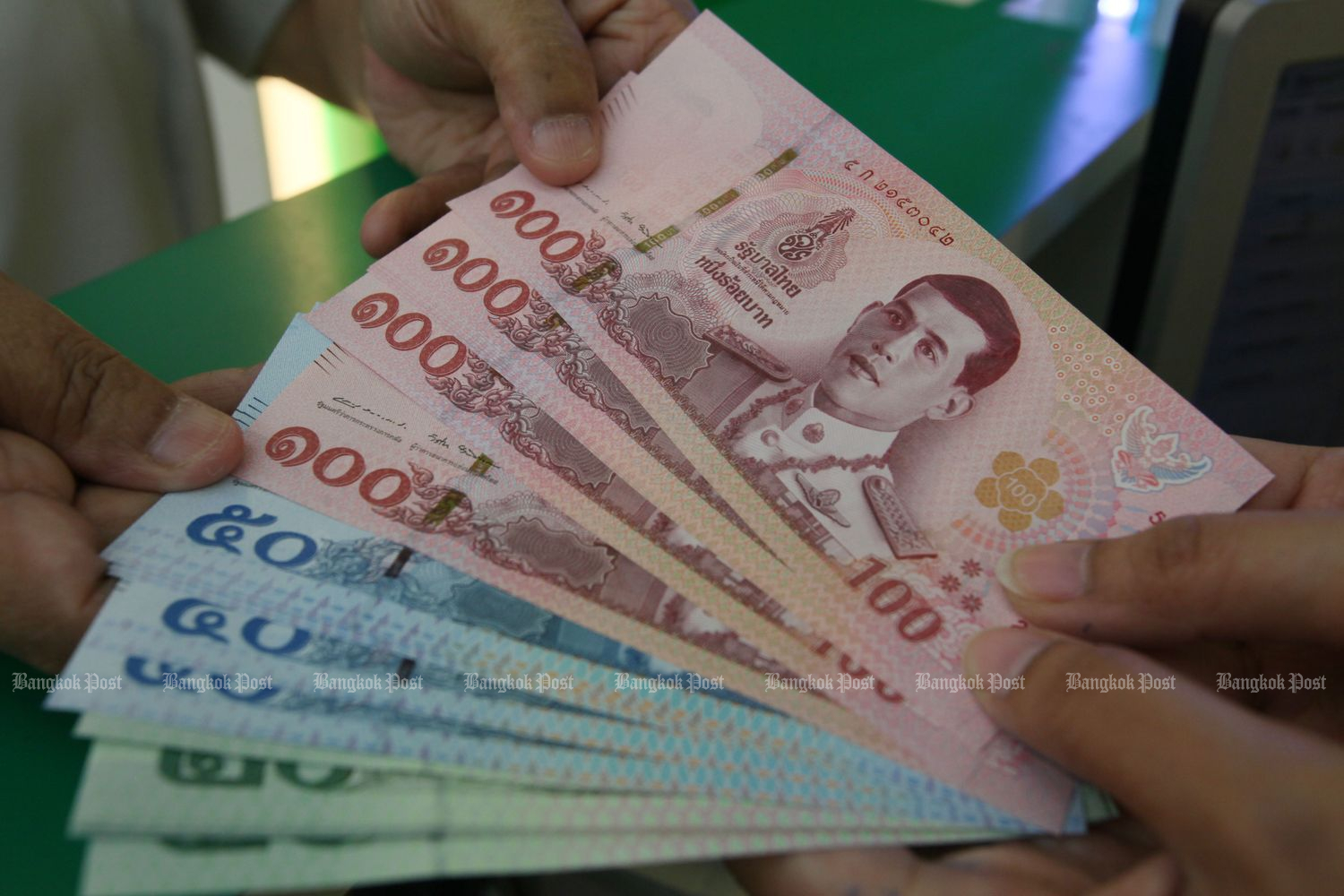 Private sector wants panel set up to handle surging currency