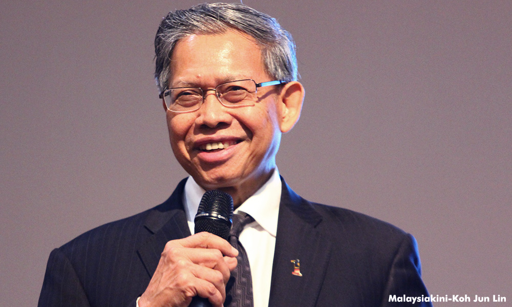 Excessive politicking? Among 600 at forum, only deputy minister disagrees