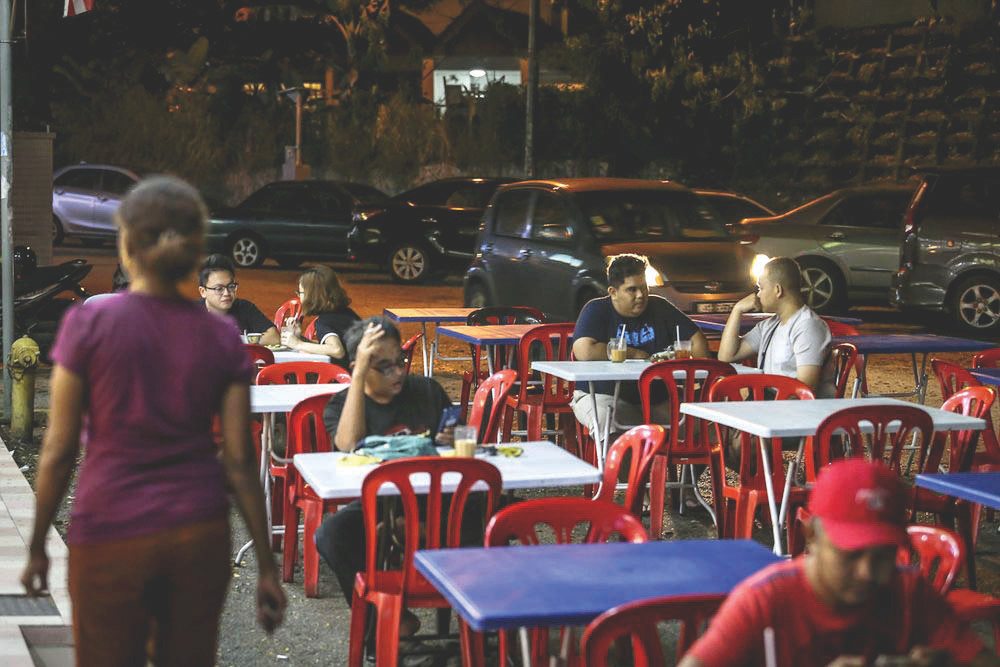 Report: Haze eating up businesses as restaurant owners see diners decline