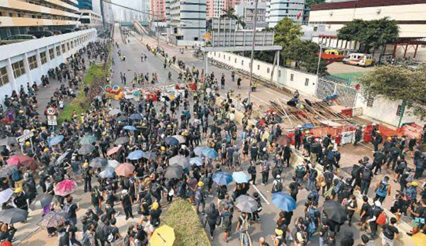 游行变质暴力升级 激战半个九龙