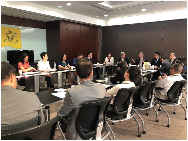 刘怡翔:本港「屋漏兼逢连夜雨」 政府愿意到社区直接对话