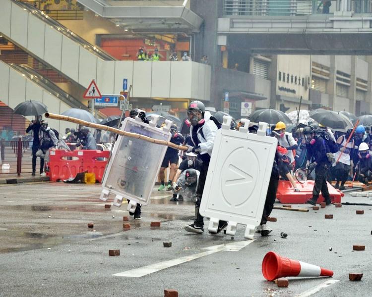 【逃犯条例】建制派指示威者武器升级 担心造成人命伤亡