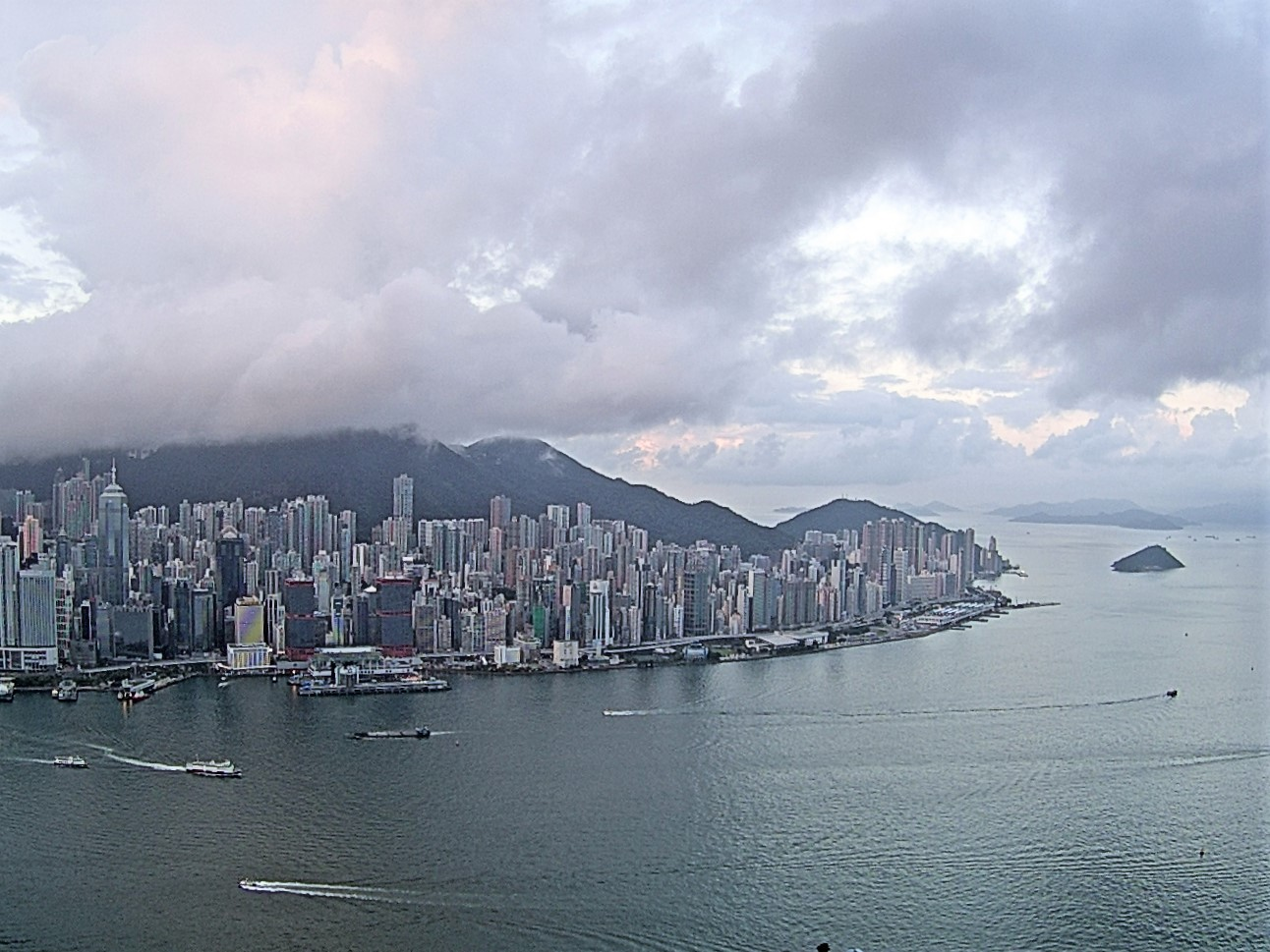 今日天致多云 有几阵骤雨