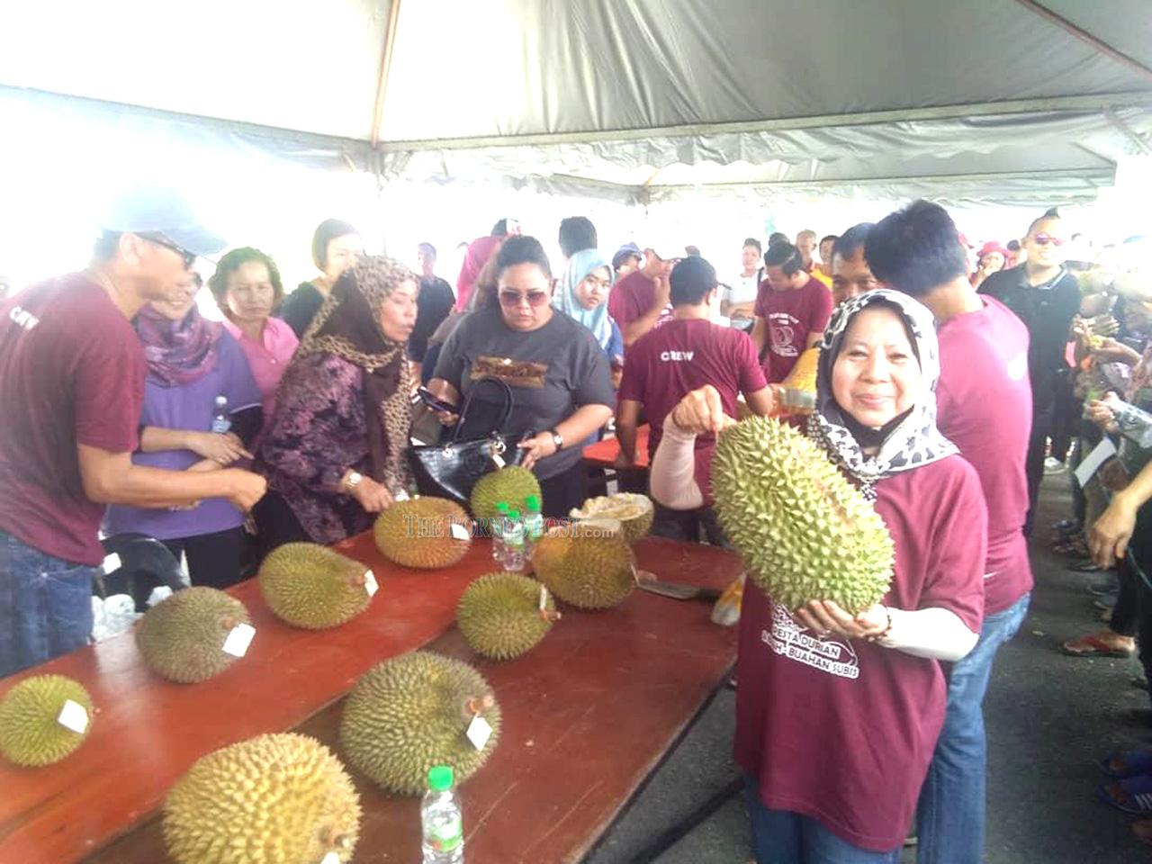 '10,000 Musang King seedlings distributed to villages in Bekenu'