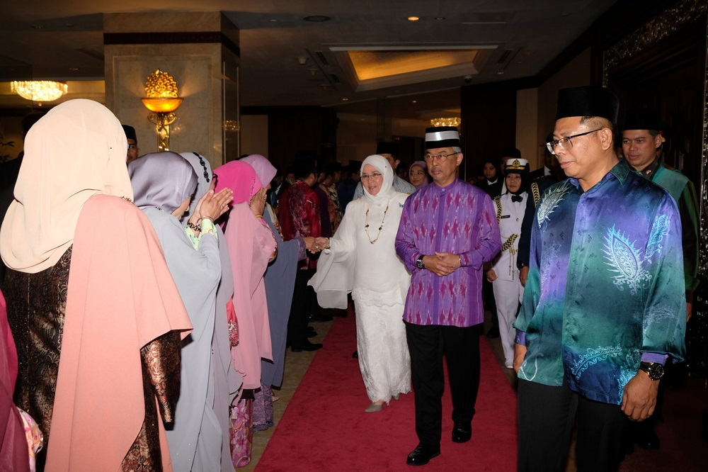 Agong accorded state welcome in Indonesia