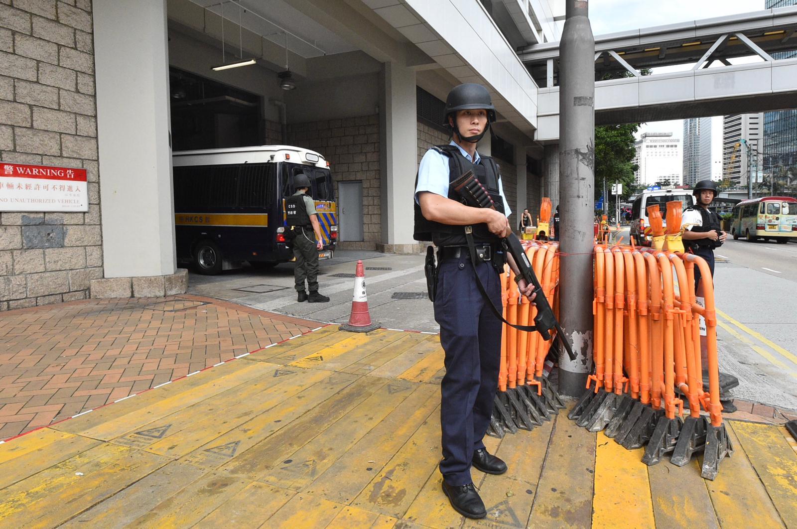 【逃犯条例】保安员被控袭警及管有爆炸品 准1万元保释
