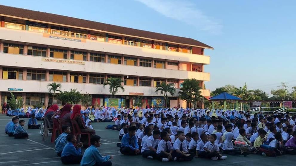 33 students in Pasir Gudang experience nausea, vomiting