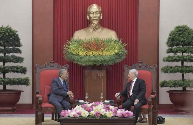 Dr M pays courtesy call on Vietnamese president