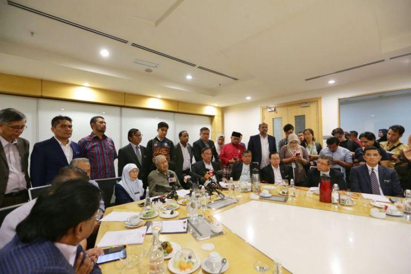 Poor communication reason for Pakatan's unpopularity, says Dr M