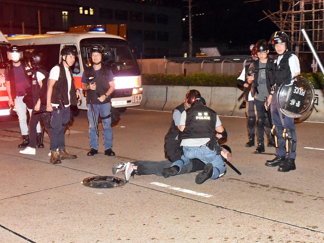 【逃犯条例】昨晚深水埗拘18人 警指有人带砖头镭射笔「食糖水」