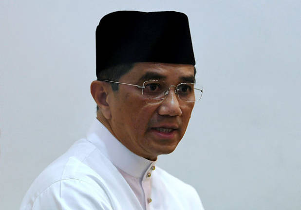 Pahang government to receive aid in water management: Mohamed Azmin