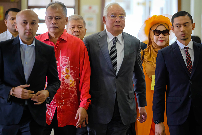 Najib issued cheque to 2 parties via middleman, court told