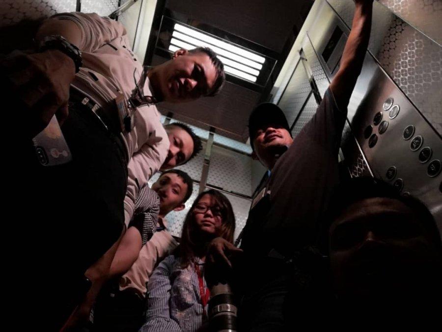 采访希盟理事会 6媒体人员困电梯1小时