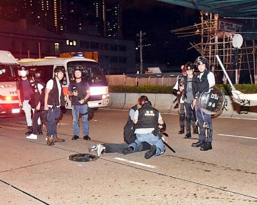 【逃犯条例】深水埗前晚清场 3被捕男女被控「参与暴动」罪
