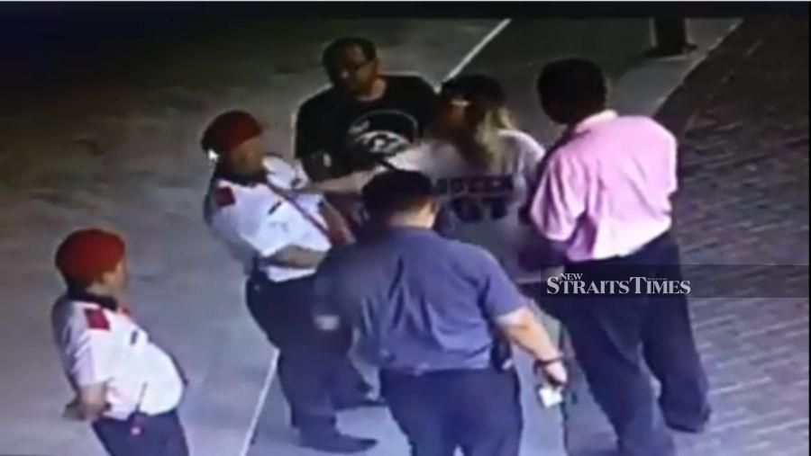 Watch: 'Datin' slaps security guard for preventing food delivery to her condo unit