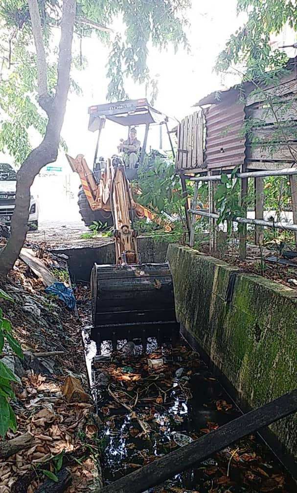All kinds of trash discarded into drains