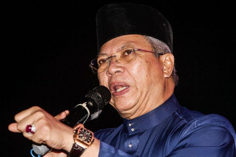 Umno sec-gen disputes report claiming Hishammuddin probed for meeting Dr M