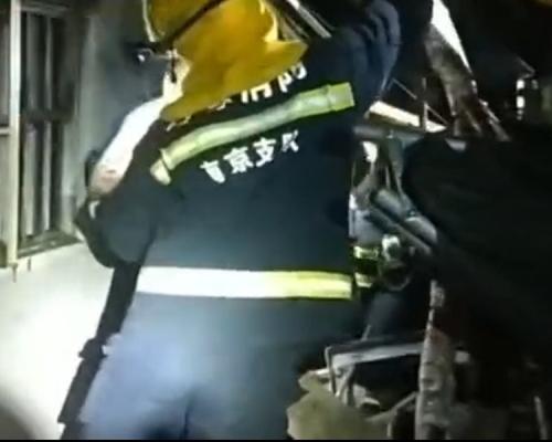 南京鼓楼区平房爆燃倒塌 至少6伤