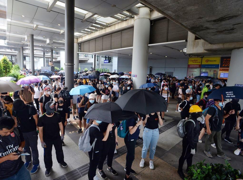 【堵塞机场】民航业7工会斥示威者「自私」 图以机场要胁政府
