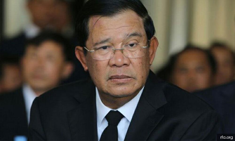 Mahathir arrives in Phnom Penh for three-day visit