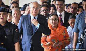 Najib, Rosmah get photos of items seized by authorities last year