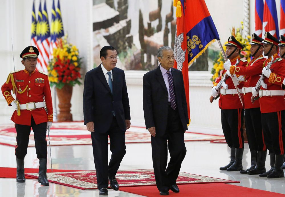 Cambodia rolls out red carpet for Dr M