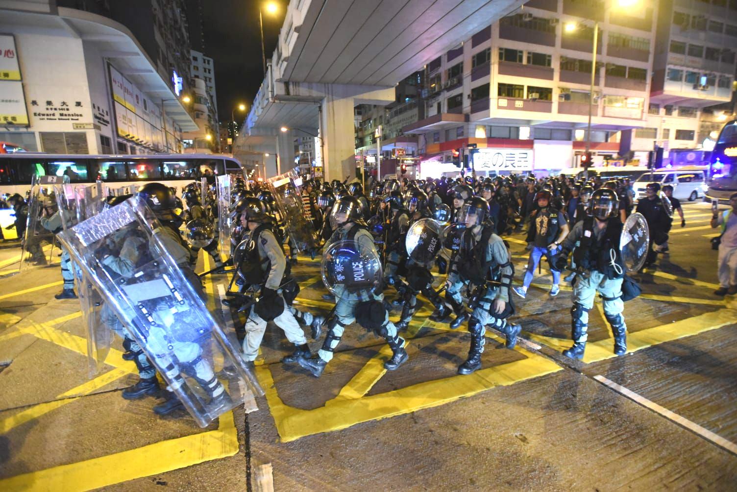 【修例风波】休班警配备伸缩警棍 警方称要执法时表露身份