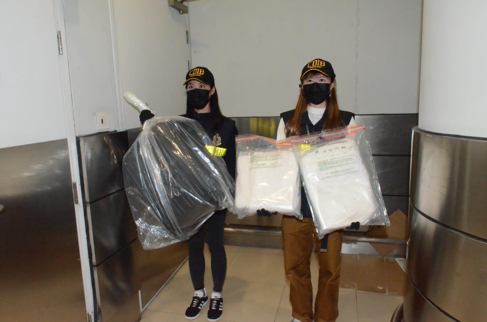 机场海关拘男旅客 毛巾渗可卡因值350万元