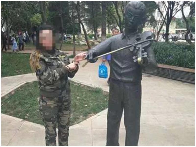 聂耳铜像旁摆不雅动作拍片 云南大妈被行政拘留5日