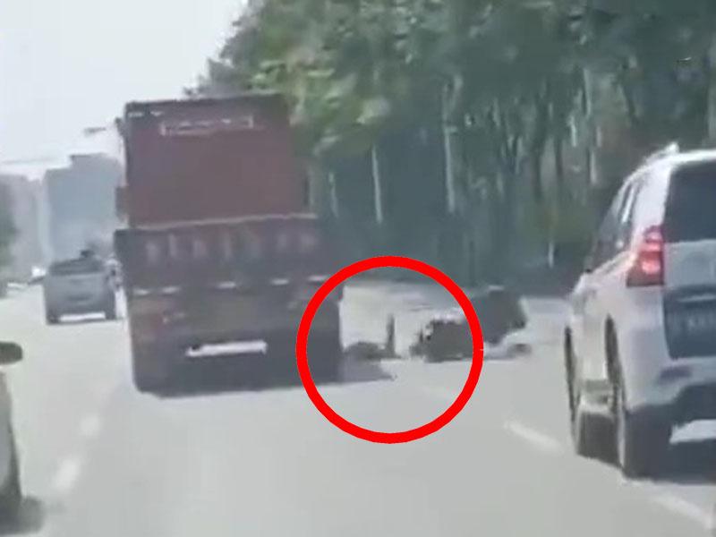 睇手机确认目的地失控 外卖员跌进货车车底遭辗爆头亡