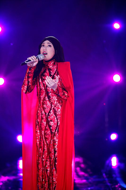 BB正面照曝光‼️ 大马歌手Shila Amzah 阵痛56小时后顺利产子,罕Po素颜照报喜❤️